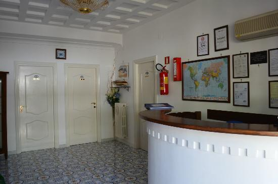 Mediterraneo: Check-in foyer