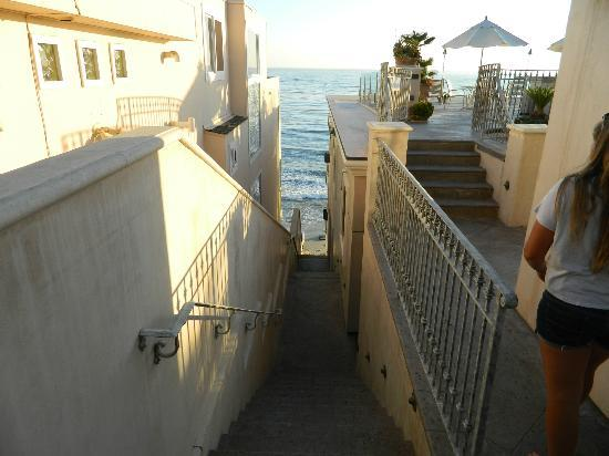 Sunset Cove Villas: Stairs down to the ocean