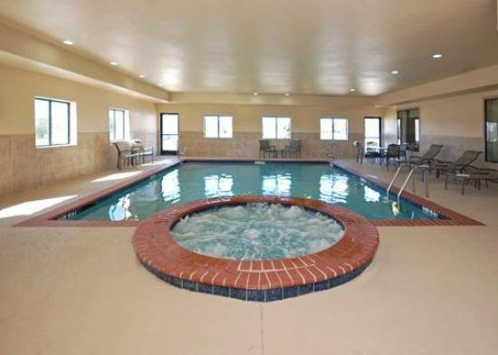 Comfort Suites Lindale: Pool