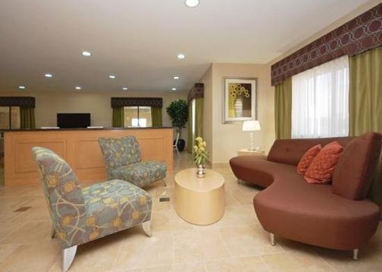 Comfort Suites Lindale: Lobby