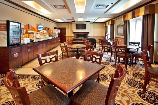 Holiday Inn Express Hotel & Suites Sedalia: Breakfast Area