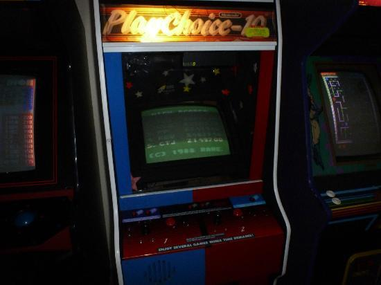 Chippewa Motel & Suites: Broken arcade games