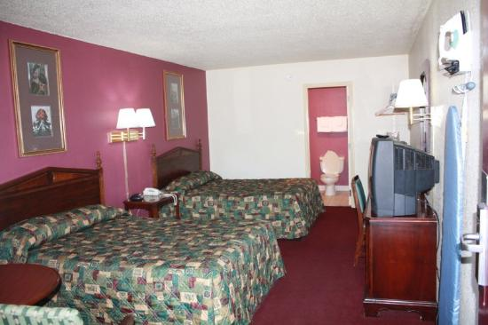 Travelers Inn: IMG