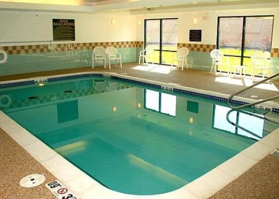 Comfort Suites East: Pool