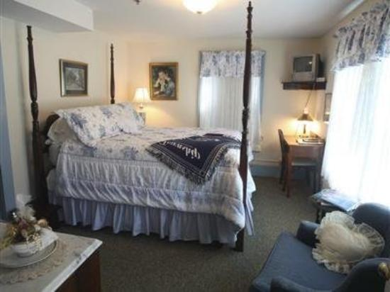 Alpine Haus Bed and Breakfast Inn: Guest Room