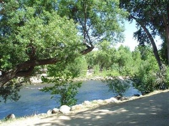 Kern River Inn Bed and Breakfast: The Kern River