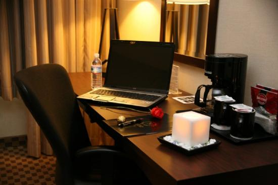 Hagerstown Hotel and Convention Center: In Room Desk