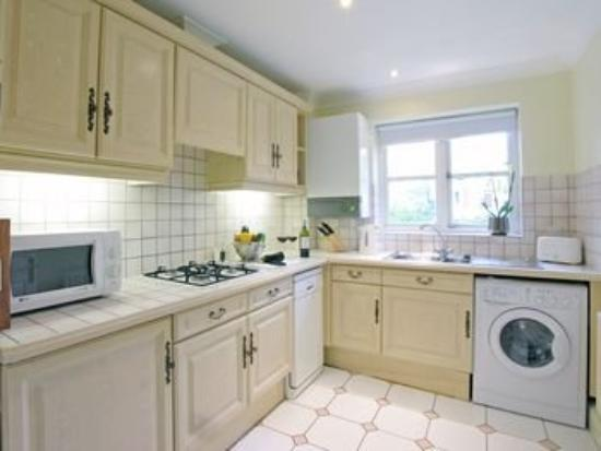 Clarendon Serviced Apartments - Manning Place: Richmond Kitchen