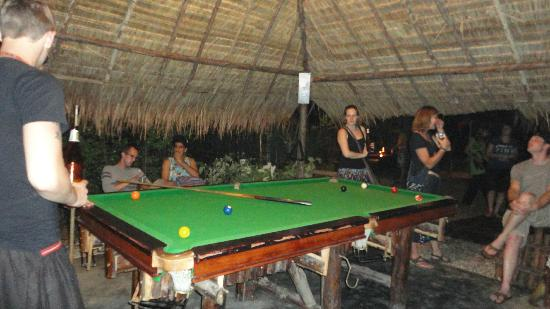 Deejai Backpackers: pool area