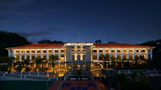 Hotel Fort Canning: Hotel Facade Night
