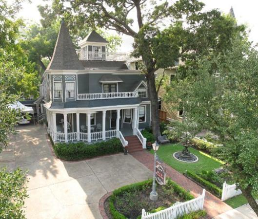 Photo of Sara'S Bed & Breakfast Inn Houston