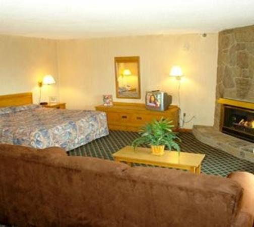 Smoky Meadows Lodge: King Suite