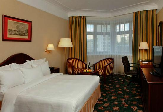 Moscow Marriott Tverskaya Hotel: Deluxe Queen Guest Room