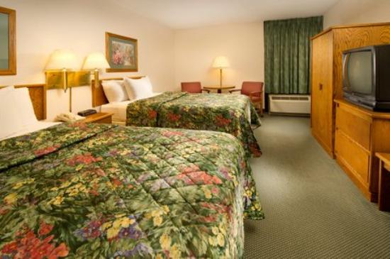 Pear Tree Inn Paducah: Double Bed