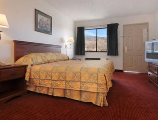 Travelodge Albuquerque East: Standard King Bed Room