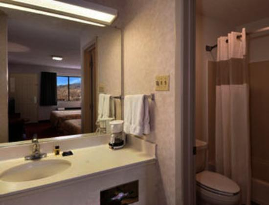 Travelodge Albuquerque East: Bathroom