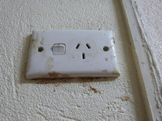 Rockhampton YHA: power supply... you will never use it... disgusting
