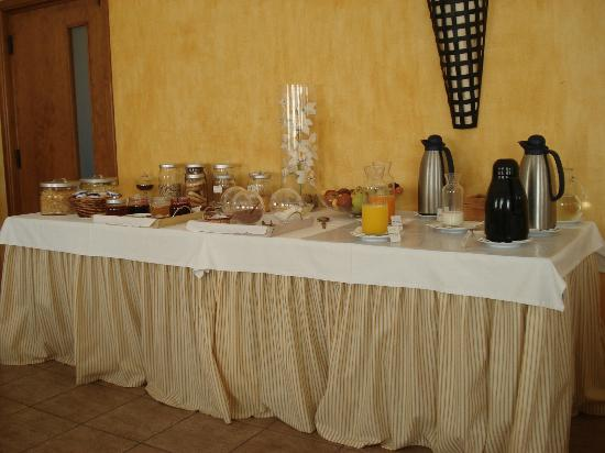 Vila Nova de Santo Andre, Portugal: Breakfast - Disposal of the Tables