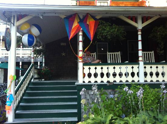 Pequot Hotel: The front porch.