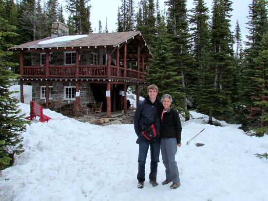 Paradise Lodge & Bungalows: Plains of Six Glaciers Tea House (Lake Louise Hike)