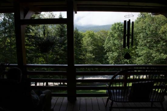 Great Gully Lodge: Sitting on balcony outside dining room