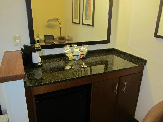 Hyatt Place Bethlehem: Marble Counter