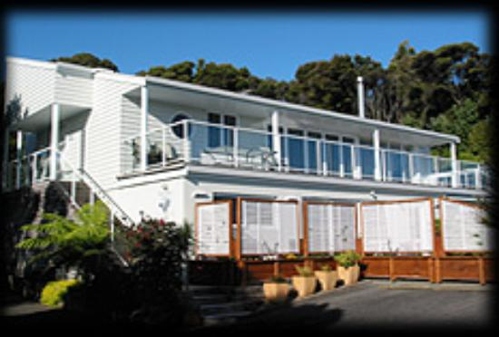 Russell Bay Lodge