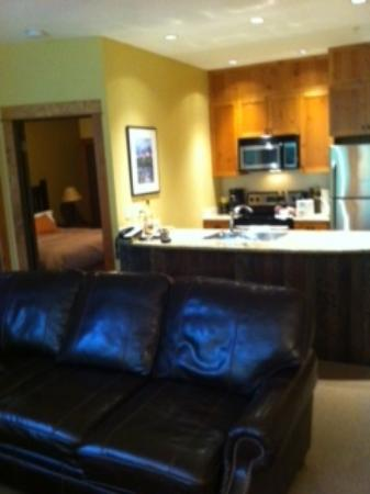 Timberline Lodges: Juniper Lodge - Living room &amp; Kitchen