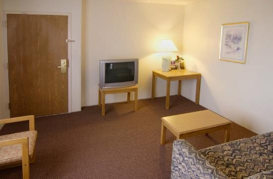 Americas Best Value Inn - Fort Atkinson: Living Room