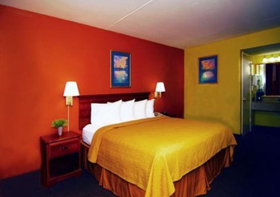 Quality Inn North: Interior