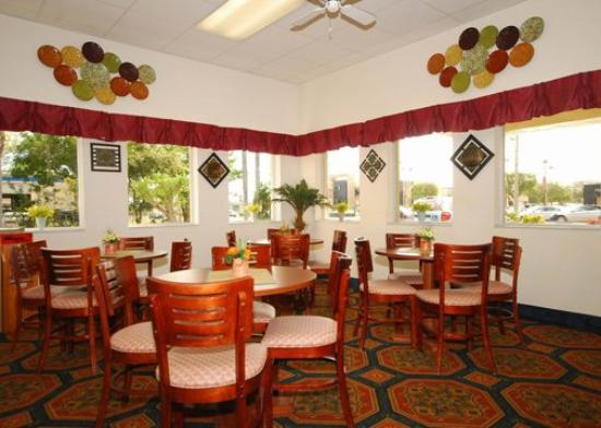 Quality Inn North: Breakfast room