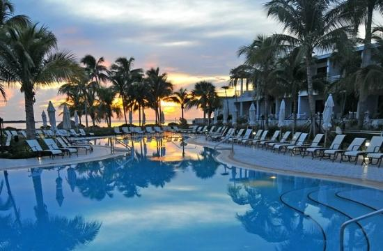 Hawks Cay Resort: Resort Pool Sunrise