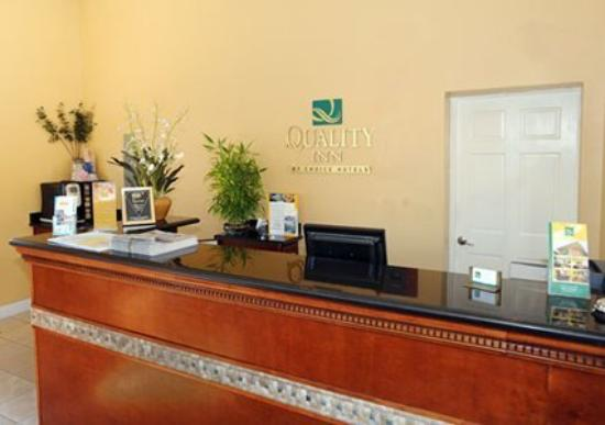 Quality Inn University: Front Desk