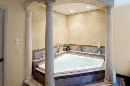 Americas Best Value Inn-Lubbock: Jacuzzi Suite