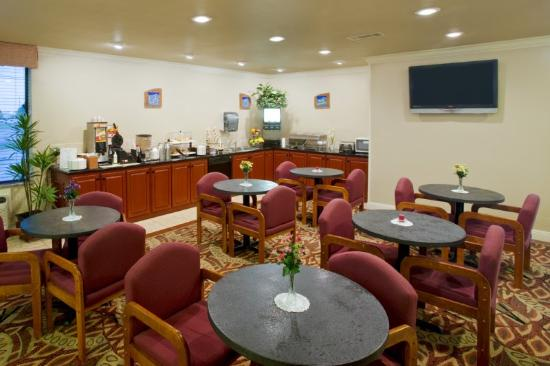‪‪Americas Best Value Inn-Lubbock‬: Breakfast Area‬