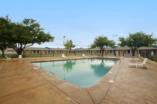 Americas Best Value Inn-Lubbock: Pool