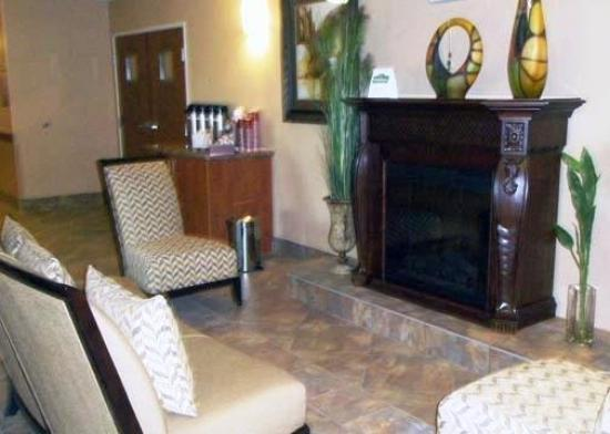 Comfort Inn & Suites: Room Fireplace
