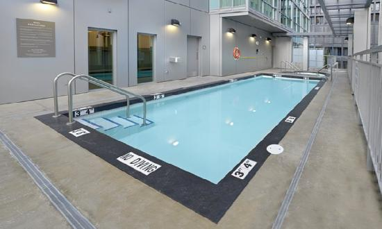 ‪‪Coast Coal Harbour Hotel‬: Pool‬