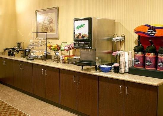 Comfort Inn &amp; Suites Harrisonville: Restaurant