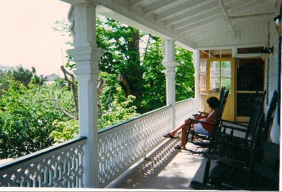 Elaine's Bed & Breakfast Inn: porch on 2nd floor