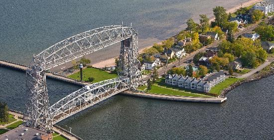 South Pier Inn on the Canal : South Pier Inn and Aerial Lift Bridge