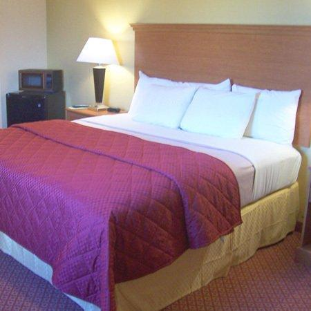 Executive Inn and Suites: Executive Inn Jewet TXBed