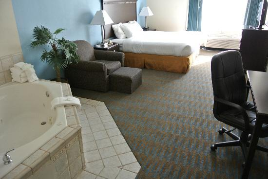 Comfort Suites: King Spa Suite