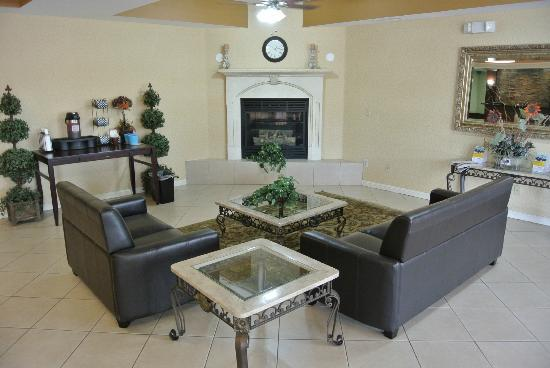 Comfort Suites: Lobby and Fireplace