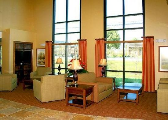 Comfort Suites East: Lobby