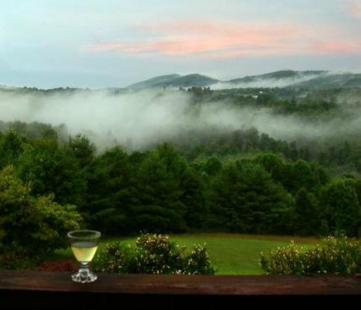 Mountain Song Inn Bed and Breakfast: Spring view from the deck