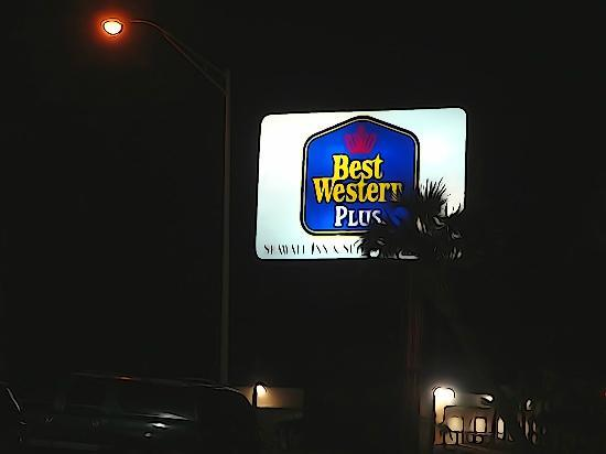 BEST WESTERN PLUS Seawall Inn & Suites by the Beach: Instead of going right to the seawall...look for this sign on the left