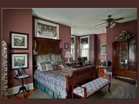 Hawthorn, A Bed & Breakfast: Guest Room -OpenTravel Alliance - Guest Room-