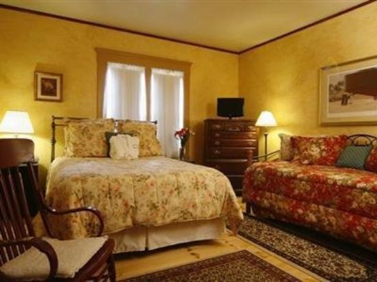 One Centre Street Inn: ONE CENTRE STREET INN ON CAPE COD - B&amp;B - ADULTS O