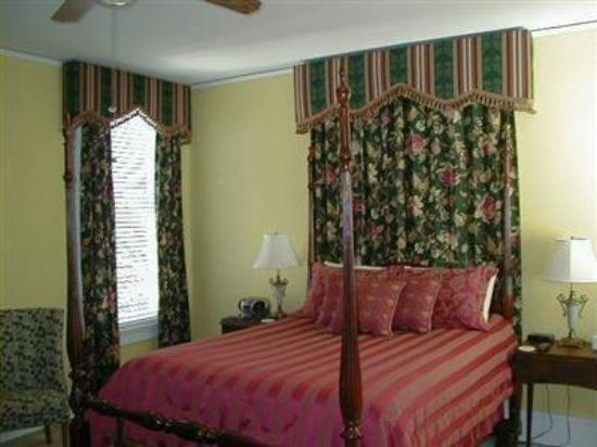 Walnut Lane Inn: Guest Room